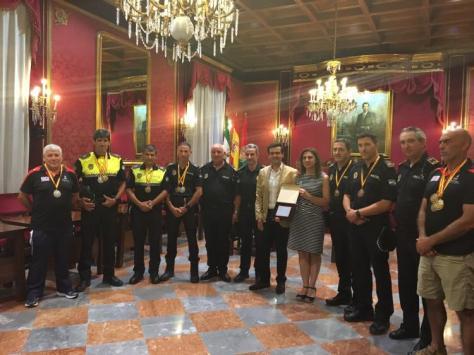 alcalde_-juegos_policias_bomberos-_medallas-23_junio_2016_junio